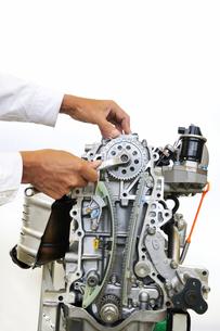 自動車エンジンの整備の写真素材 [FYI00391646]