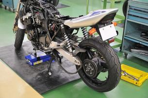 バイクの修理の写真素材 [FYI00391657]