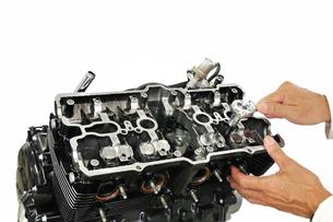 バイクエンジンの整備の写真素材 [FYI00391696]