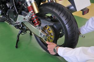 オートバイの整備の写真素材 [FYI00391728]