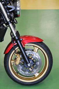 オートバイの前輪の写真素材 [FYI00391743]