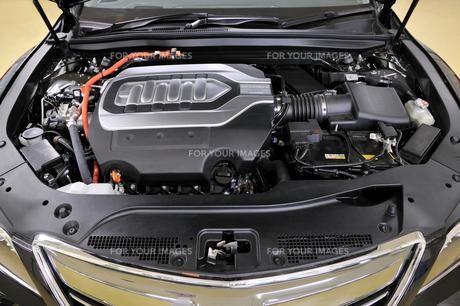 ハイブリッドカーのエンジンの素材 [FYI00391889]