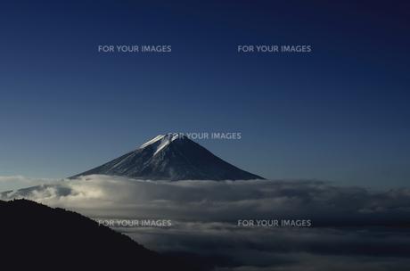 早朝の富士山と雲海の素材 [FYI00392045]