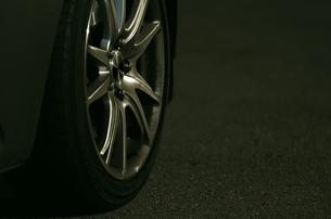 タイヤとホイールの素材 [FYI00392049]