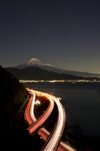 静岡・薩?峠からの富士山(夜景)の素材 [FYI00392192]