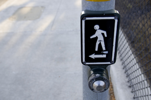歩行者信号の押しボタン(アメリカ)の写真素材 [FYI00392194]