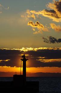 灯台と夕暮れの空の素材 [FYI00392208]