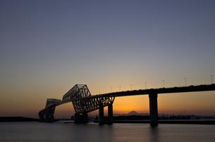 開通後の東京ゲートブリッジと富士山の写真素材 [FYI00392223]
