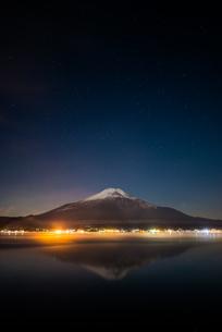 深夜の富士山の素材 [FYI00392232]