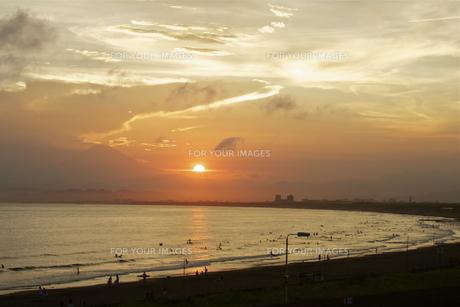 夕日と富士山の写真素材 [FYI00392825]