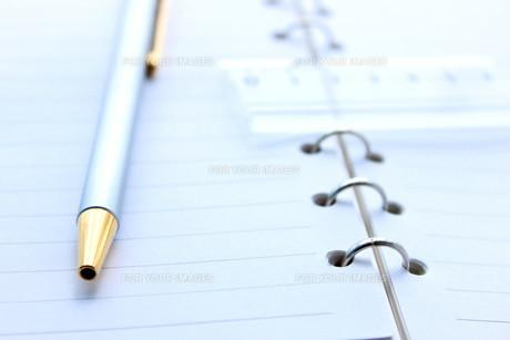 手帳とペンの写真素材 [FYI00392899]