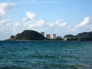 海から見る発電所の写真素材 [FYI00393141]