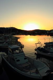 漁港の夕暮れの写真素材 [FYI00393282]