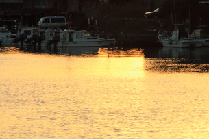 漁港の夕暮れの写真素材 [FYI00393290]