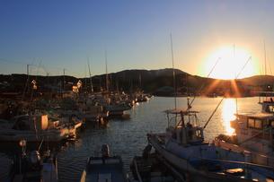 漁港の夕暮れの写真素材 [FYI00393292]