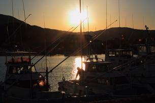 漁港の夕暮れの写真素材 [FYI00393293]