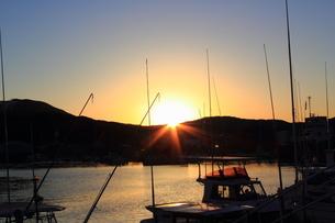 漁港の夕暮れの写真素材 [FYI00393297]