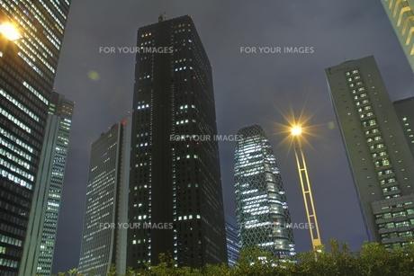新宿高層ビル・夜景(HDR処理)の写真素材 [FYI00393532]
