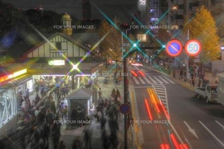 夜の原宿駅・2の写真素材 [FYI00393936]