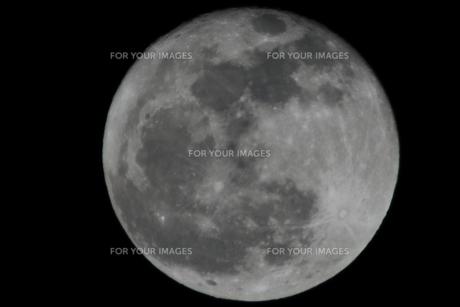 大寒の満月(ノーマル・1500mm)の写真素材 [FYI00394304]
