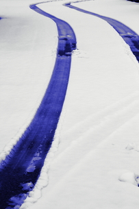 新雪の轍の写真素材 [FYI00394517]