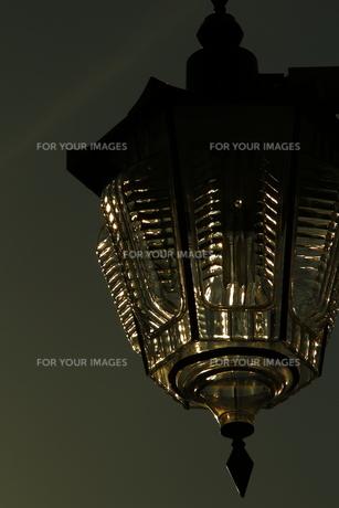 シャンデリアのような街灯の写真素材 [FYI00394682]