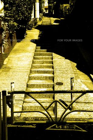 階段のある坂道の写真素材 [FYI00395919]