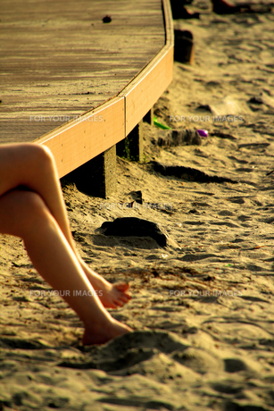 砂浜の裸足の写真素材 [FYI00396024]