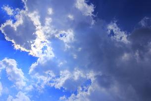 雲に隠れた太陽の写真素材 [FYI00396355]