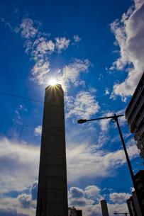 地下を走る首都高速中央環状線の換気塔(山手通り・下落合)の写真素材 [FYI00396616]