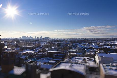 雪の日の新宿高層ビル方面を望むの写真素材 [FYI00396959]