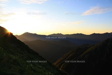 剣岳の日の出の写真素材 [FYI00397634]