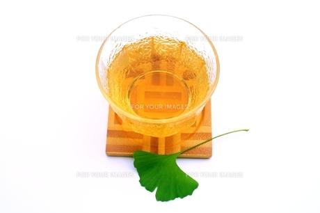 イチョウの葉茶の写真素材 [FYI00397726]