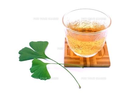 イチョウの葉茶の写真素材 [FYI00397727]