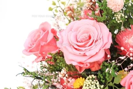ピンクのバラの花束の写真素材 [FYI00398530]