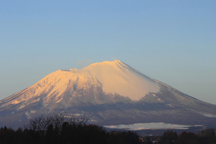 朝焼けの岩手山の写真素材 [FYI00399264]