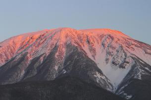 朝焼けの岩手山の写真素材 [FYI00399275]