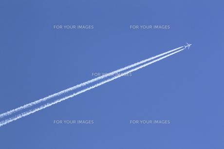 飛行機雲の素材 [FYI00399574]