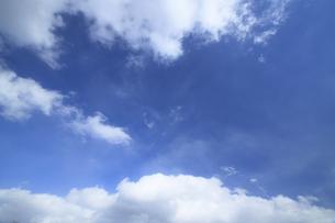 青空と白い雲の素材 [FYI00399613]