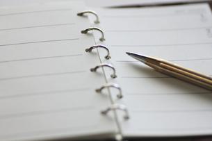 システム手帳とペンの写真素材 [FYI00399797]