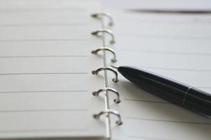 システム手帳とペンの写真素材 [FYI00399801]