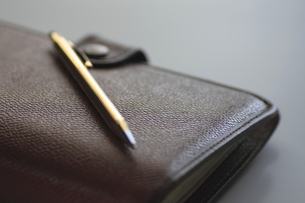 システム手帳とペンの写真素材 [FYI00399802]