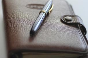 システム手帳とペンの写真素材 [FYI00399803]