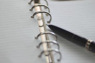 システム手帳とペンの写真素材 [FYI00399804]