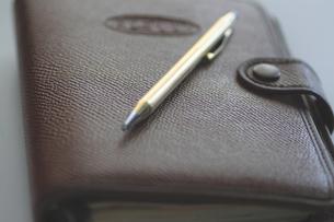 システム手帳とペンの写真素材 [FYI00399816]