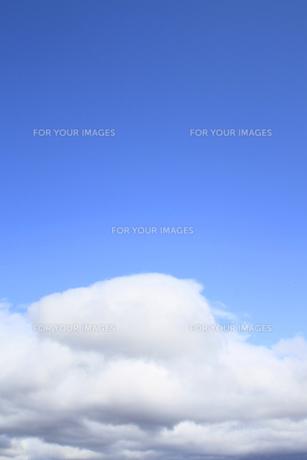青空と白い雲の素材 [FYI00399904]