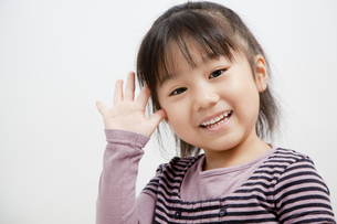 笑顔の女の子の写真素材 [FYI00403674]