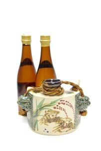 酒瓶と泡盛の写真素材 [FYI00404289]