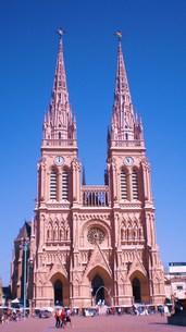 カトリック教会の全景の写真素材 [FYI00404704]