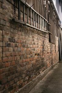 レンガ壁とはしごの写真素材 [FYI00404764]